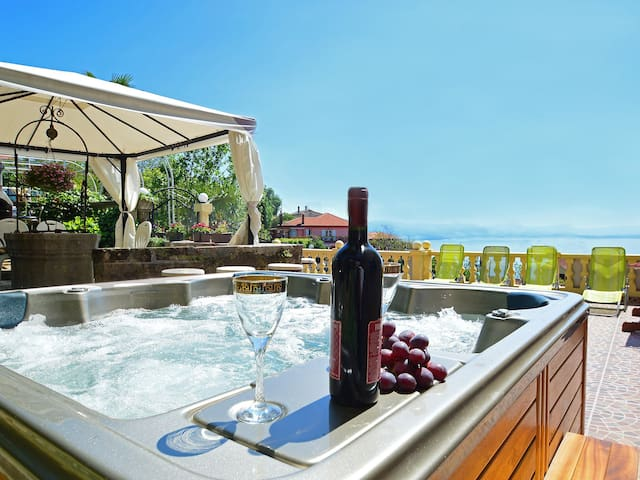 Perfect place to relax seaview jacuzzi