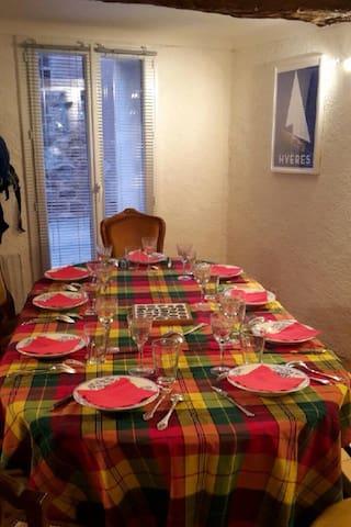 Belle maison au cœur des vignes - Puget-ville - Casa