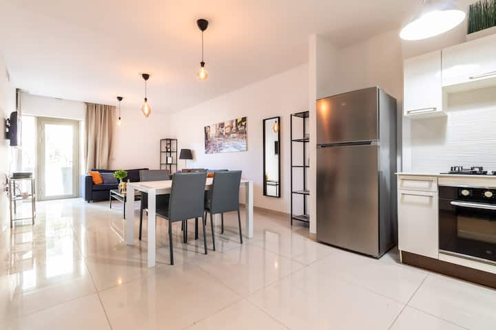 Chic 1 Bedroom Apartment/Parking City Center