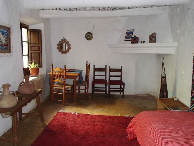 Quirky apartment in a traditional Moorish home - Atalbéitar - Leilighet