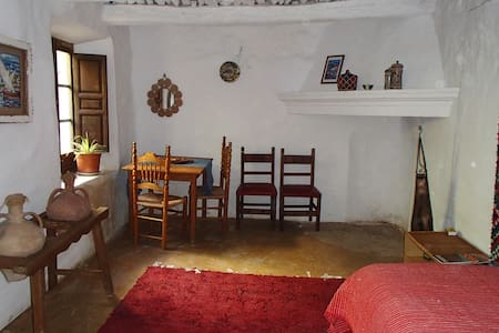 Quirky apartment in a traditional Moorish home - Atalbéitar - Huoneisto