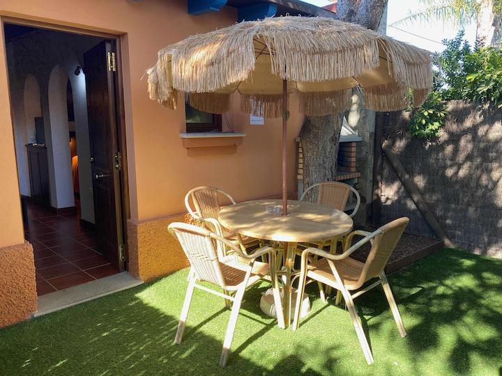 Estudio para pareja con jardincito privado, barbacoa con piscina compartida