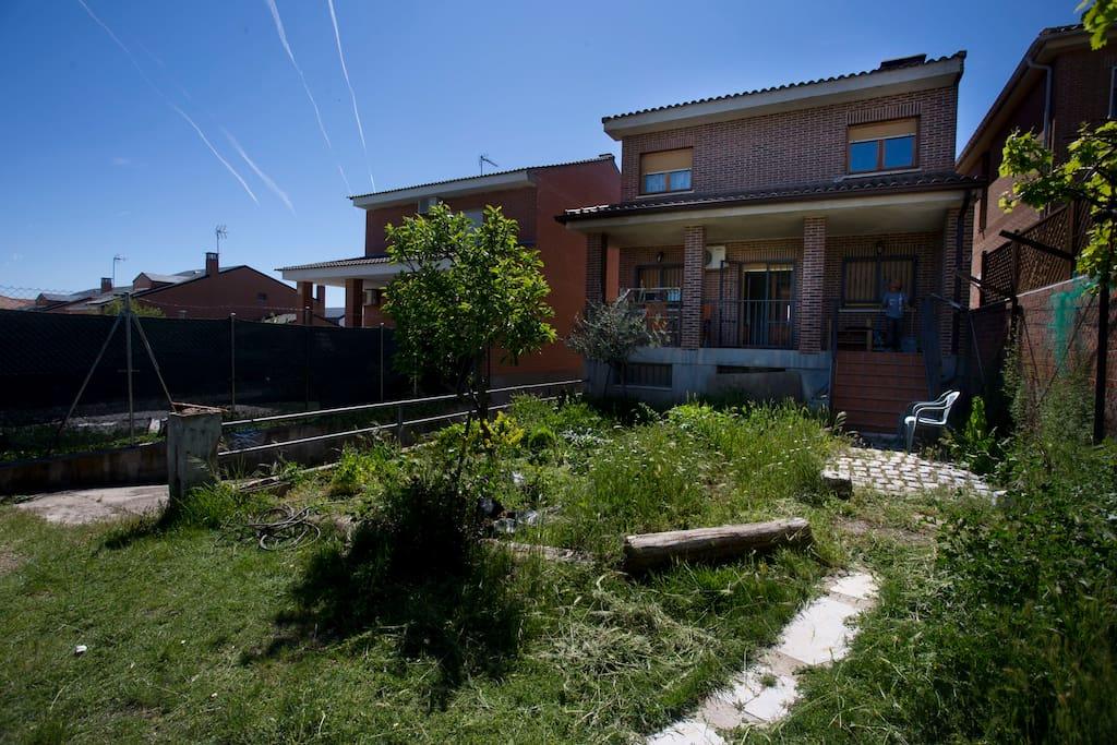 Jardín trasero de la casa