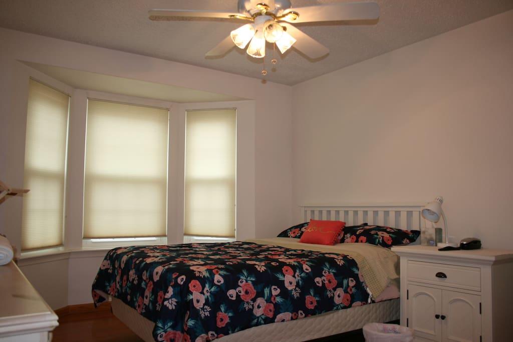 Bedroom No.2( Queen size bed)