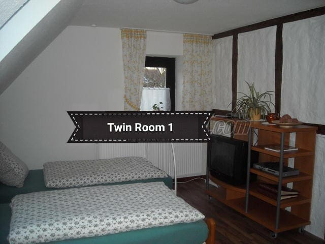 Guest-Rooms/Good connection to the Fair