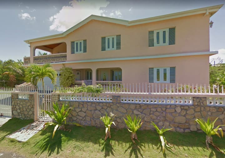 Breezy Beautiful Large Three Bedroom Central STX