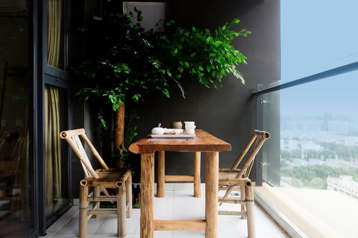 『遇·见』古韵 阳光100公寓 超大露台 高层观景 高清投影 可做饭