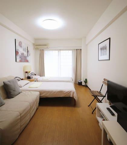 东京新宿希尔顿酒店对面高档公寓,宽敞舒适交通便利,房间面积大,适合情侣、夫妇及朋友入住。 - Shinjuku-ku - Apartment