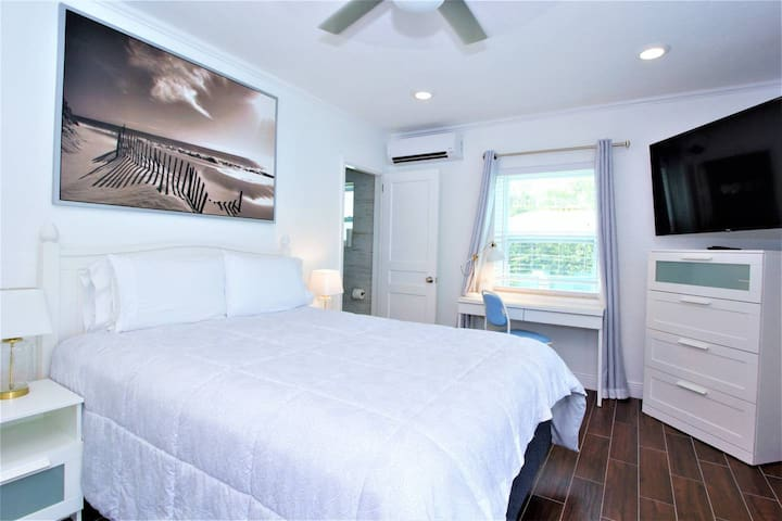1639B FLL Studio: 1.5 mi to Beach & Las Olas Blvd