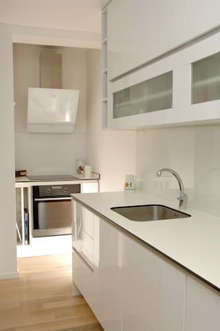 NEWLY furnished kitchen for cooking pros!