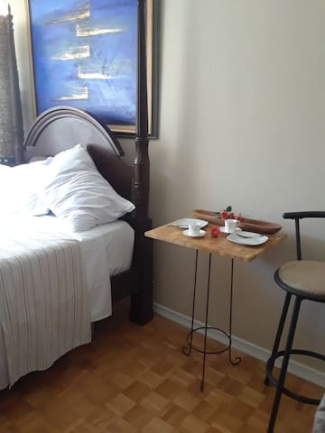 Toronto City Centre-Private Room/Lock/Kitchenette