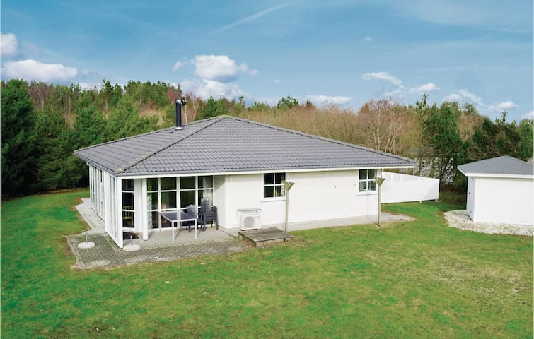 Holiday cottage with 4 bedrooms on 111m² in Nørre Nebel