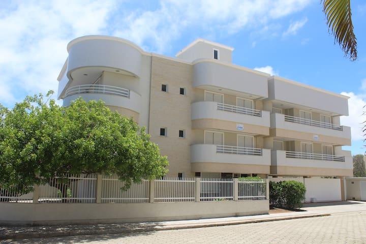 Apartamento 03 Ed. Araúna. Praia de Mariscal