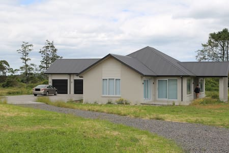 Tranquil and luxurious four large bedrooms house - Pukekohe - Dom