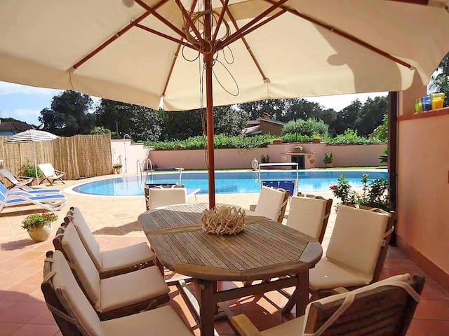 Villino con uso piscina - Sabaudia - Villa