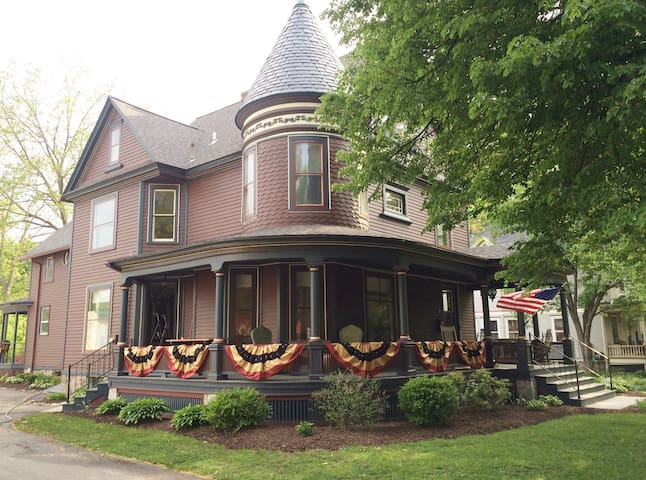 Village Comfort - Fairport - Bed & Breakfast