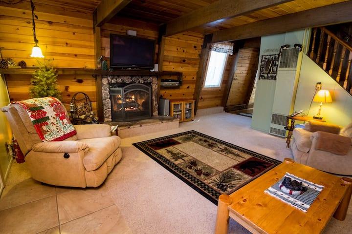 Beary Cozy Cabin, Fully Fenced, Sleeps 7, WiFi
