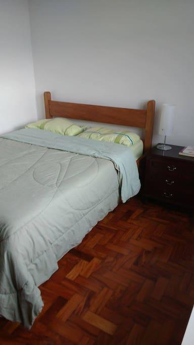 Cama de casal do quarto