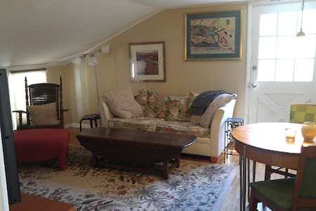 The Little Bohemian - short drive to everywhere - Lansing - Apartment