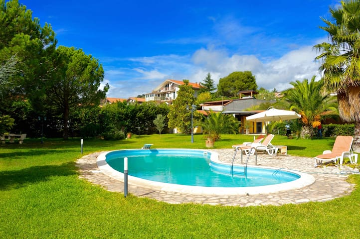Mimosa house - apartment with big garden and pool - Mascalucia