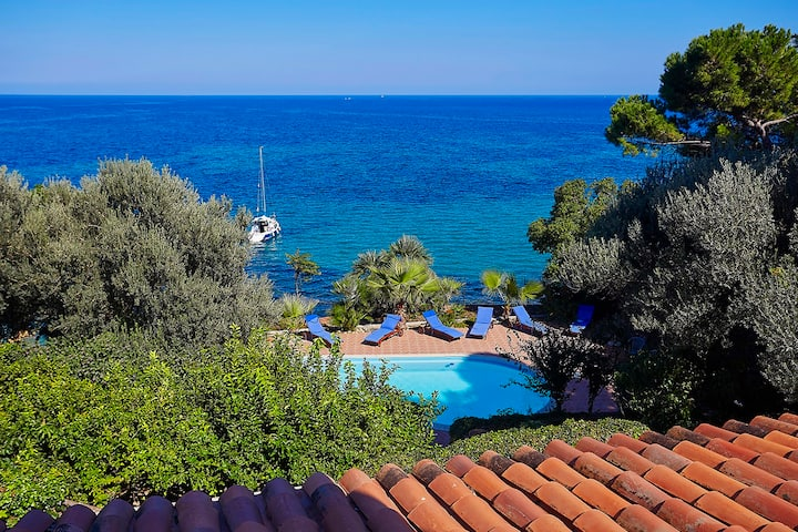 Villa Acquamarina with pool and access to the sea