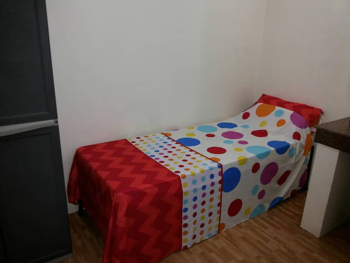 Budget studio room in Makati Central (4)