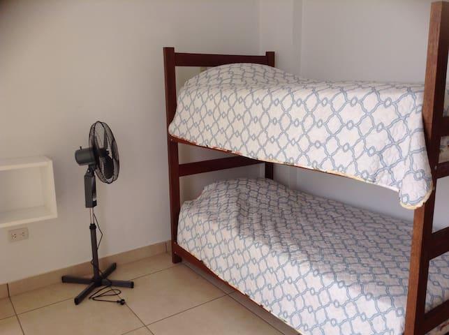 Cuadbunk room with shared bathroom. - Paracas - House