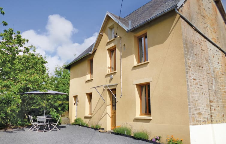 Holiday cottage with 3 bedrooms on 86 m² in St Denis Le Vetu