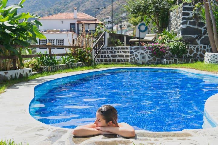 LOS TELARES - Triple Apartment with pool & views