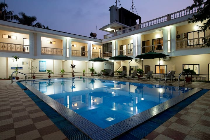 Rooms 2 mins from Candolim Beach (Road View) - Candolim - Bed & Breakfast