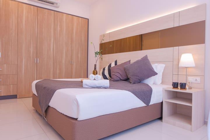 Modern 1BR Balcony Suite City Center Bukit Bintang
