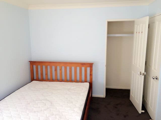 东区Meadowland独立卫浴大床房