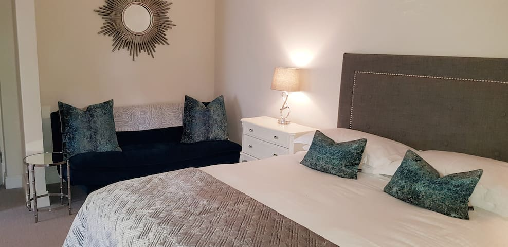 Spacious Luxury King Bedroom - Slievemore House