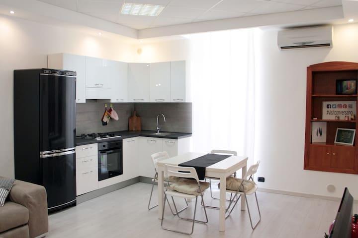 Cucina/Soggiorno/angolo cottura/balcone