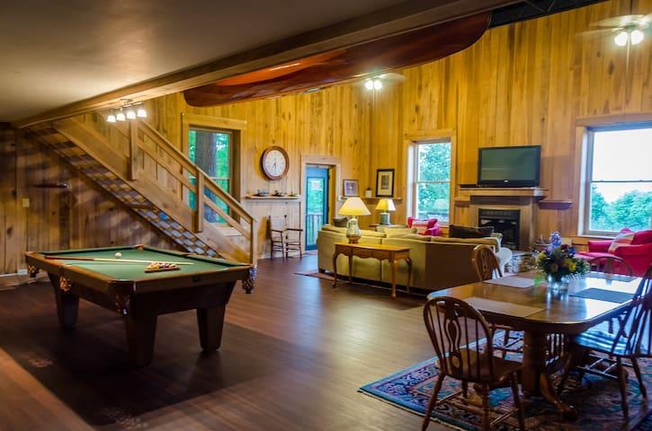 Treetop Retreat Lodge