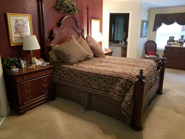 Master Bedroom. Queen size bed. 2 master baths.
