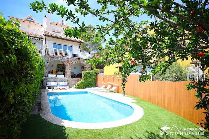 Lovely Villa Lucia with sea views and private pool