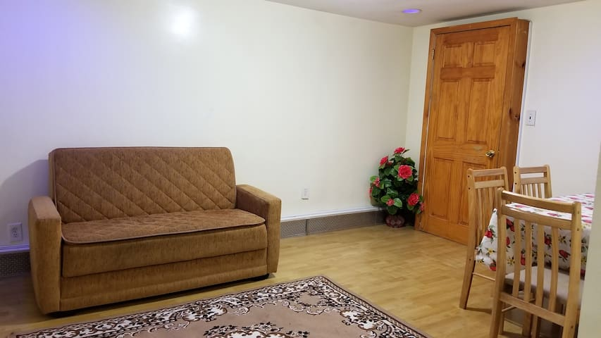 Regina's Dainty One bedroom Apartment close to All