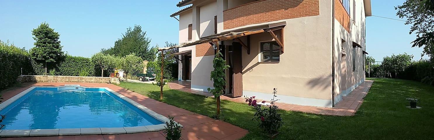 Abgelegenes Ferienhaus in Barbara (Ancona/Marken) - Barbara - Haus