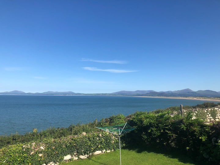 Sea view bungalow near Harlech