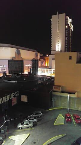 Downtown Loft with Stellar Views - 明尼阿波利斯