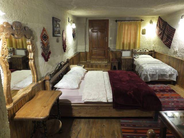 Cozy Cave Room104