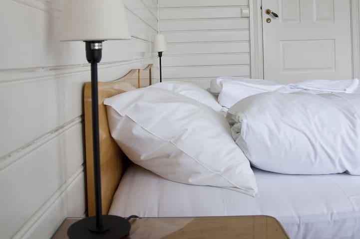 "Sommerhotellet: Room 4  ""Mugnetind"""