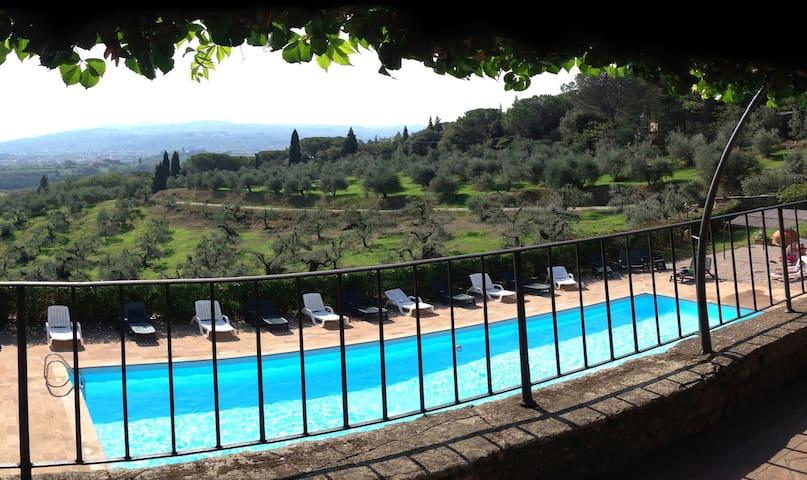 Tenuta Cantagallo - App. con vista stupenda - Capraia e limite - อพาร์ทเมนท์