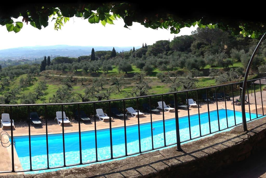 La piscina di Tenuta Cantagallo