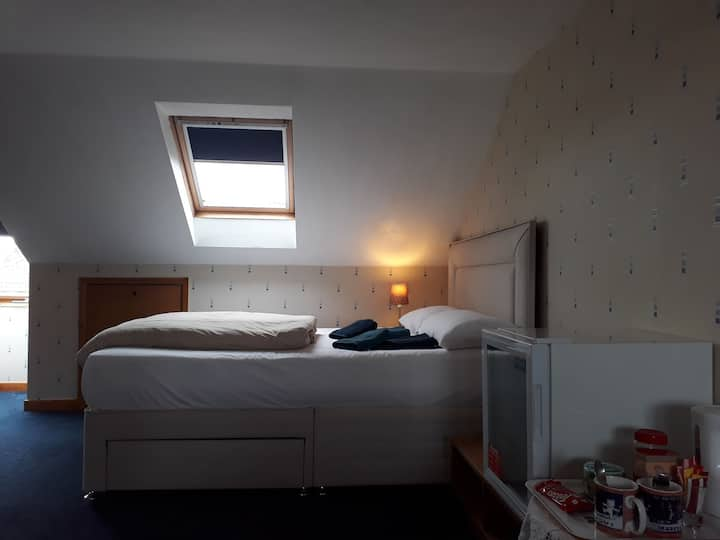 Beautiful, large attic in Staple Hill