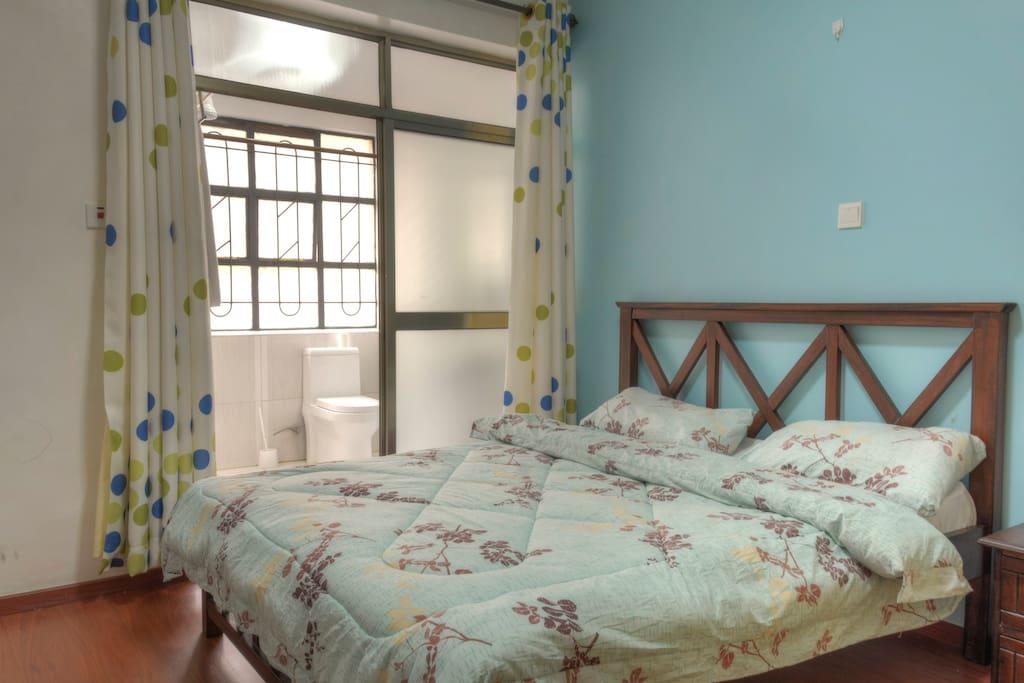 Blue room w/ ensuite bath