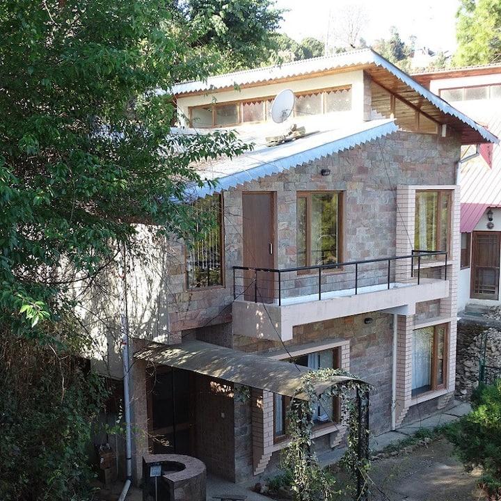 Cottage between the hills in Ranikhet
