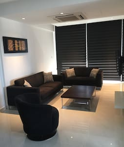 Luxury 2bedroom flat - Palouriotissa - アパート