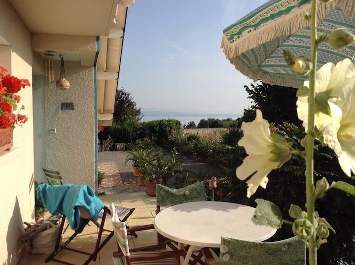 Chambre calme  avec balcon vue lac
